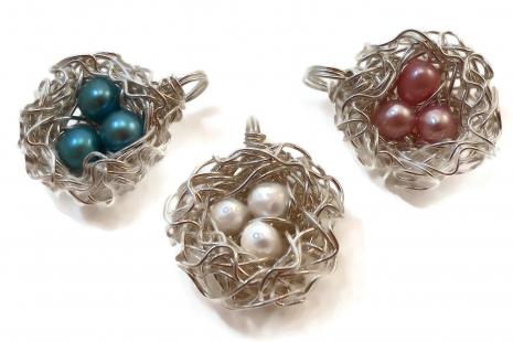 Three pearl bird nest pendant in custom colors